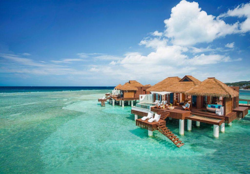12 Wasserbungalows in der Karibik